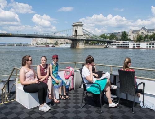 Hajóval érkezik a kórus a budapesti koncert helyszínére